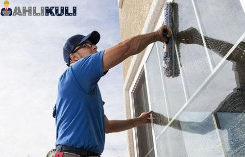 Cara Membersihkan Kaca Jendela Rumah Berjamur