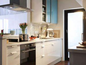 Kitchen Set Minimalis Murah Bertekstur Kilat dan Kontras Cerah