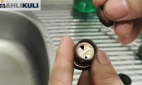 Cara Memperbaiki Drat Kran Air yang Dol